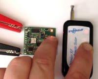 Sao chép điều khiển cửa cuốn : Đánh thêm sao chép remote khoá điều khiển từ xa.. Bảo hành : 06 tháng